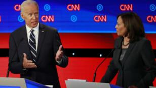 Le candidat et ancien vice-président Joe Biden s'adresse à son opposante Kamala Harris lors du débat démocrate à Detroit, le 31 juillet 2019.