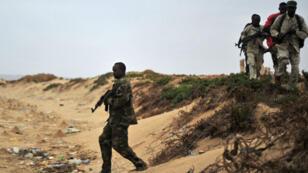 Des forces de sécurité patrouillent dans le nord-est de la Somalie, en décembre 2016.