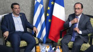 Le Premier ministre grec Alexis Tsipras et le président français Francois Hollande, le 6 août 2015.