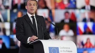 """الرئيس الفرنسي إيمانويل ماكرون يلقي كلمة في افتتاح """"المؤتمر حول مستقبل أوروبا"""" في ستراسبورغ في 9 أيار/مايو 2021"""