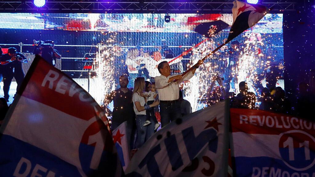 El candidato presidencial Laurentino Cortizo del Partido Revolucionario Democrático (PRD) asiste a un mitin de cierre de la campaña electoral en la ciudad de Panamá, Panamá, el 1 de mayo de 2019.
