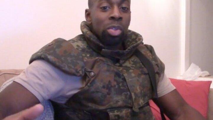 Capture d'écran d'une vidéo de propagande réalisée par Amedy Coulibaly.