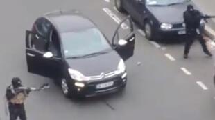 """الصورة من فيديو يظهر هجوم المسلحين على """"شارلي إيبدو"""""""