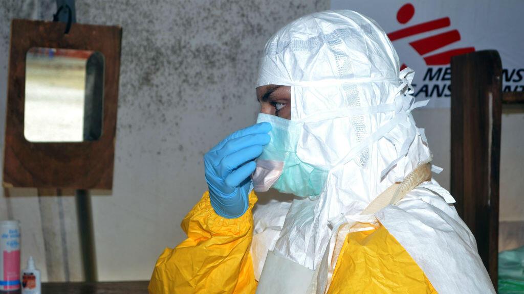 Un médecin de MSF en Guinée. L'ONG est aussi présente en RDC.