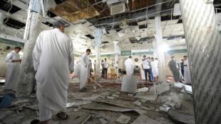 آثار التفجير في مسجد الإمام علي في بلدة القديح في القطيف