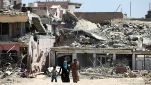 دمار في حي زنجيلي في غرب الموصل ونزوح للأهالي، الخميس 1 حزيران/يونيو 2017