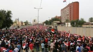 تظاهرة حاشدة للتيار الصدري في بغداد الجمعة 4 آذار/مارس 2016 تطالب بمحاربة الفساد