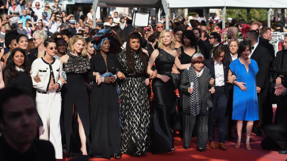 """Las mujeres tomaron la alfombra roja de la edición 71 del Festival de Cine de Cannes, en un acto reivindicativo a favor de la igualdad de género y """"la diversidad real en los puestos de trabajo"""" dentro de la industria."""