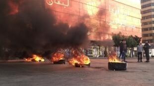 2021-01-25T205745Z_684810169_RC28FL9K593H_RTRMADP_3_HEALTH-CORONAVIRUS-LEBANON-PROTESTS