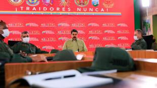 صورة وزعتها الرئاسة الفنزويلي للرئيس نيكولاس مادورو خلال اجتماع مع القيادة العسكرية في القصر الرئاسي في كراكاس في 21 أيار/مايو 2020
