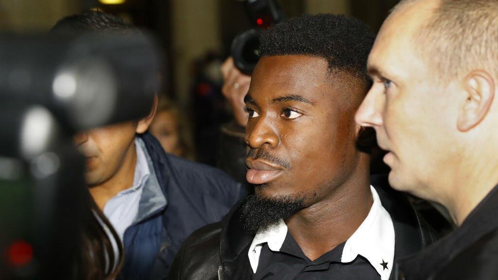 Le footballeur du PSG Serge Aurier, condamné par la justice à deux mois de prison ferme.