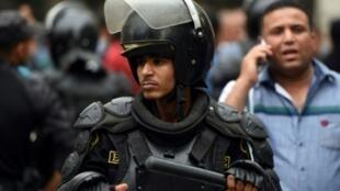 عنصر من القوات الأمنية المصرية.