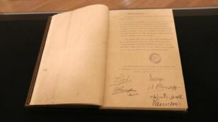 La convention originale d'armistice exposée au château de Vincennes.