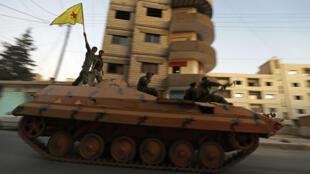 Des troupes kurdes du YPG, qui combattent notamment les jihadistes de l'organisation État islamique.