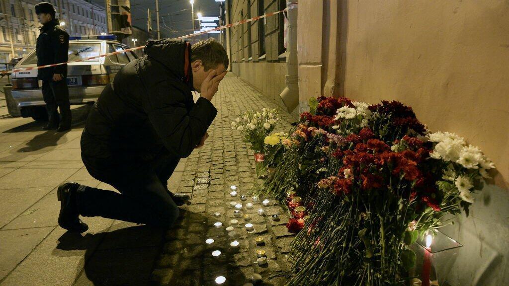 من مشاهد الحداد على ضحايا اعتداء سان بطرسبورغ