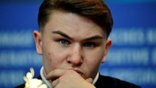 Photo prise le 12 février 2019 pendant le festival de Berlin d'Artem Tkachuk, un acteur ukrainien ayant joué le rôle d'un adolescent criminel de Naples où il a été blessé à coups de couteau.