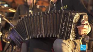 Para los integrantes de Argentina Tango Rap, el tango y el rap se encuentran tanto en la lírica como en lo musical.