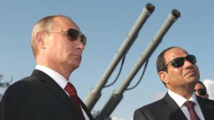 Le président Vladimir Poutine et son homologue Abdel Fattah al-Sissi, photographiés à Sotchi, en 2015.