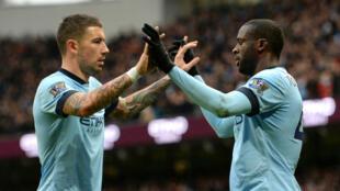 Manchester City ne relâche pas la pression sur Chelsea.