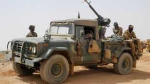 دورية للجيش المالي في منطقة مناكا في شرق البلاد في 22 مارس آذار 2019.