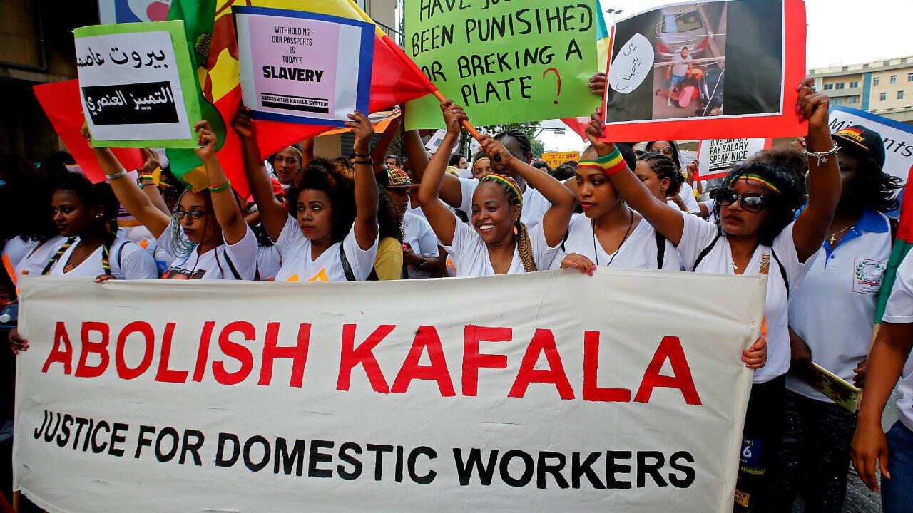 Des employées de maison de différentes nationalités lors d'une manifestation dans la banlieue de Beyrouth pour protester contre les abus, le 24 juin 2018.