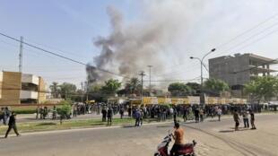 مناصرو الحشد الشعبي يضرمون النار في مقر الحزب الديموقراطي الكردستاني. 17/10/2020