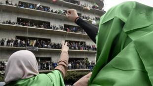 Des manifestantes en train de scander des slogans dans la capitale algérienne contre la candidature pour un cinquième mandat du président Abdelaziz Bouteflika, le 8 mars 2019.