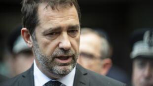 Après la dispersion violente vendredi du sit-in d'un groupe écologiste, le ministre de l'Intérieur Christophe Castaner a demandé un rapport au préfet de police de Paris.