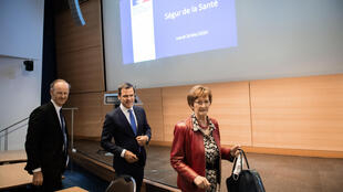 Le ministre des Solidarités et de la Santé, Olivier Veran, et l'animatrice du Comité Ségur national, Nicole Notat, au ministère français de la Santé à Paris, le 26 mai 2020.
