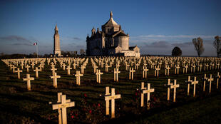 Como un vestigio del conflicto, en la necrópolis de Notre-Dame de Lorette, en Ablain-Saint-Nazaire, Francia, son conservadas las miles de tumbas de los soldados franceses caídos durante la Primera Guerra Mundial. 8 de noviembre del 2018.