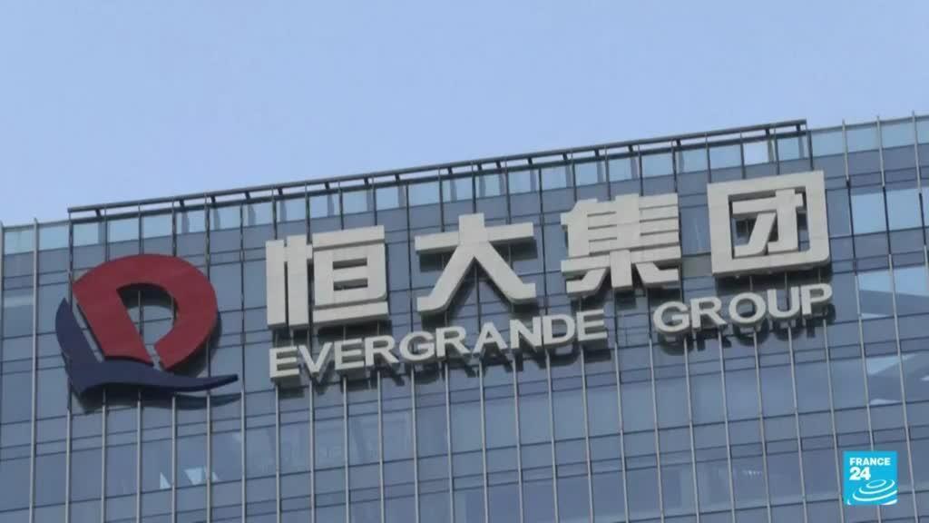 2021-09-20 22:13 Caen los mercados del mundo por posible quiebra del gigante inmobiliario chino Evergrande