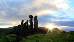 Les célèbres statues géantes de pierre appelées Moaïs sont issues de la culture locale d'origine polynésienne.