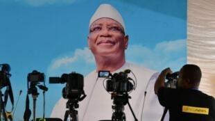 Una pancarta de campaña del presidente saliente de Mali, Ibrahim Boubacar Keïta, el 30 de julio de 2018.