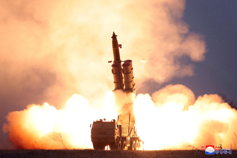 إطلاق صاروخ خلال اختبارات كوريا الشمالية في هذه الصورة غير المؤرخة الصادرة عن وكالة الأنباء المركزية الكورية الشمالية (KCNA) في 28 نوفمبر/ تشرين الثاني 2019.