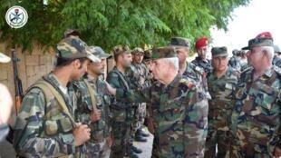 وزير الدفاع السوري اللواء علي عبد الله أيوب في الحبيط بمحافظة إدلب. 11 أغسطس/آب 2019.