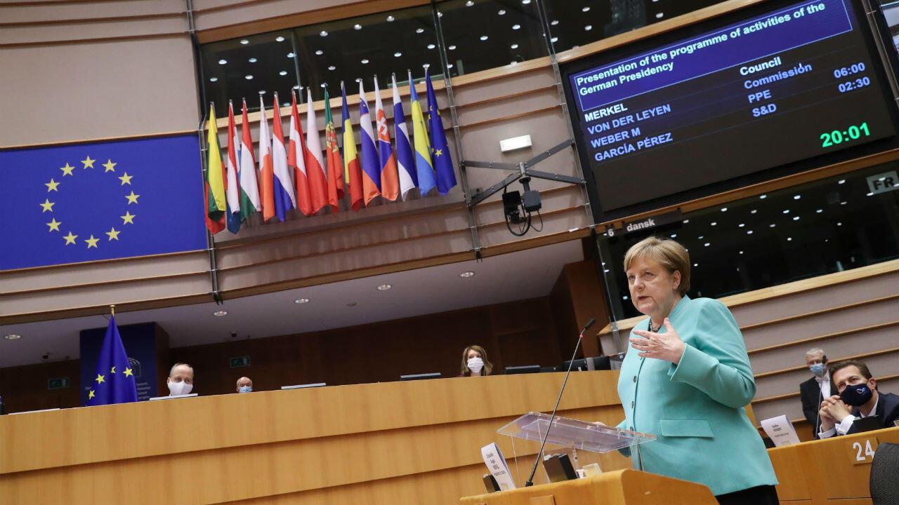 La chancelière allemande a présenté sa feuille de route aux députés européens mercredi 8 juillet.