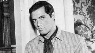 """John Gavin en la serie de televisión """"Destry"""" que se emitió desde el 14 de febrero de 1964 hasta el 8 de mayo de 1964."""
