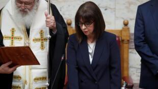 La presidenta Katerina Sakellaropoulou juramentó su cargo ante el Parlamento griego. 13 de marzo de 2020.