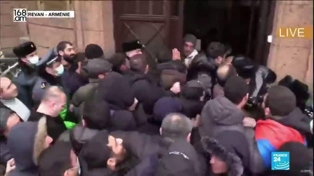2021-03-01 14:16 Crise politique en Arménie : manifestations de l'opposition et des partisans du pouvoir