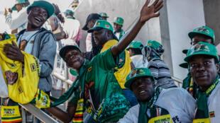 Des partisans d'Emmerson Mnangagwa à Harare, le 28 juillet.