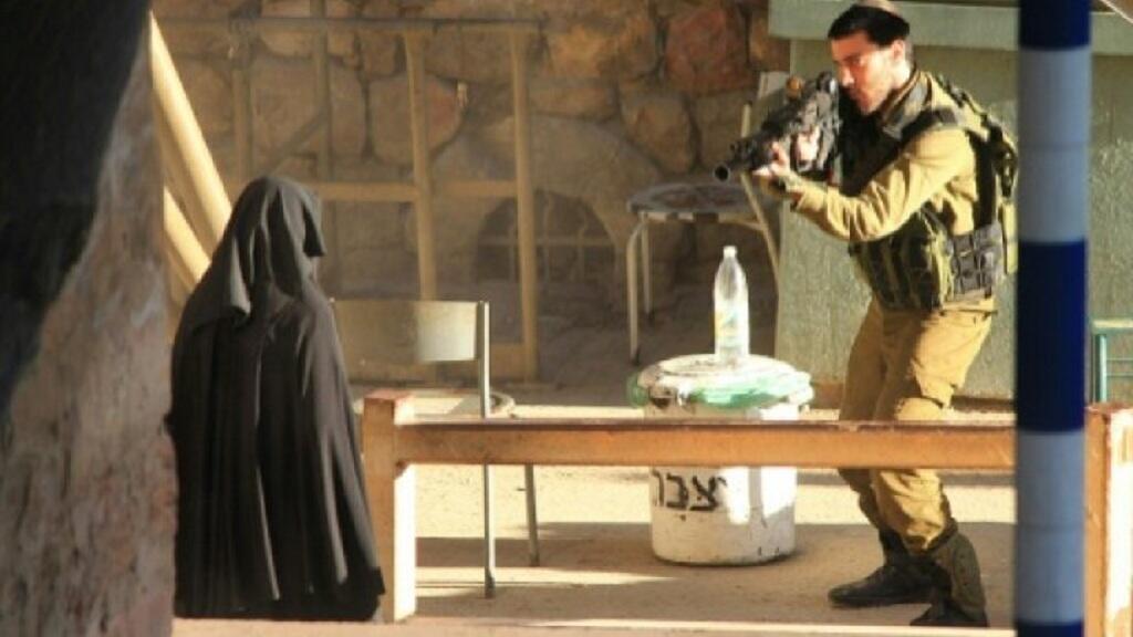 - امرأة يعتقد أنها هديل الهشلمون قبل مقتلها 22 أيلول/سبتمبر 2015