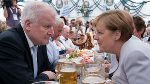 Angela Merkel, sur les terres bavaroises, de son allié devenu adversaire politique : Horst Seehofer, le ministre de l'Intérieur