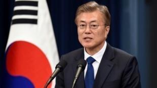 رئيس كوريا الجنوبية مون جاي-أن خلال مؤتمر صحافي في سول الأربعاء 10 أيار/مايو 2017