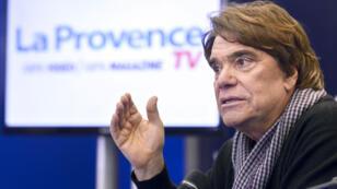 Bernard Tapie, 72 ans, devrait réclamer un montant un peu supérieur à un milliard d'euros.