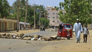"""La répression contre le mouvement de contestation cette semaine au Soudan n'a pas fait """"plus de 46 morts"""", a affirmé jeudi le gouvernement dans un premier bilan. Un comité proche des manifestants avance le nombre d'au moins 108 morts."""