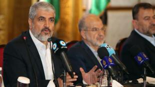 Le chef en exil du Hamas Khaled Mechaal, lors d'une conférence à Doha, le 1er mai 2017.