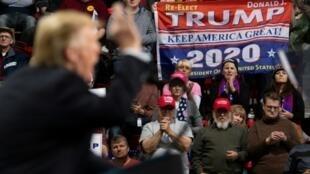 Le président américain Donald Trump s'exprime lors d'un rassemblement Make America Great Again à Green Bay, dans le Wisconsin