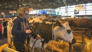 Pour Barbara, productrice de lait dans le Calvados, la filière paie les pots cassés des erreurs au niveau de la PAC.