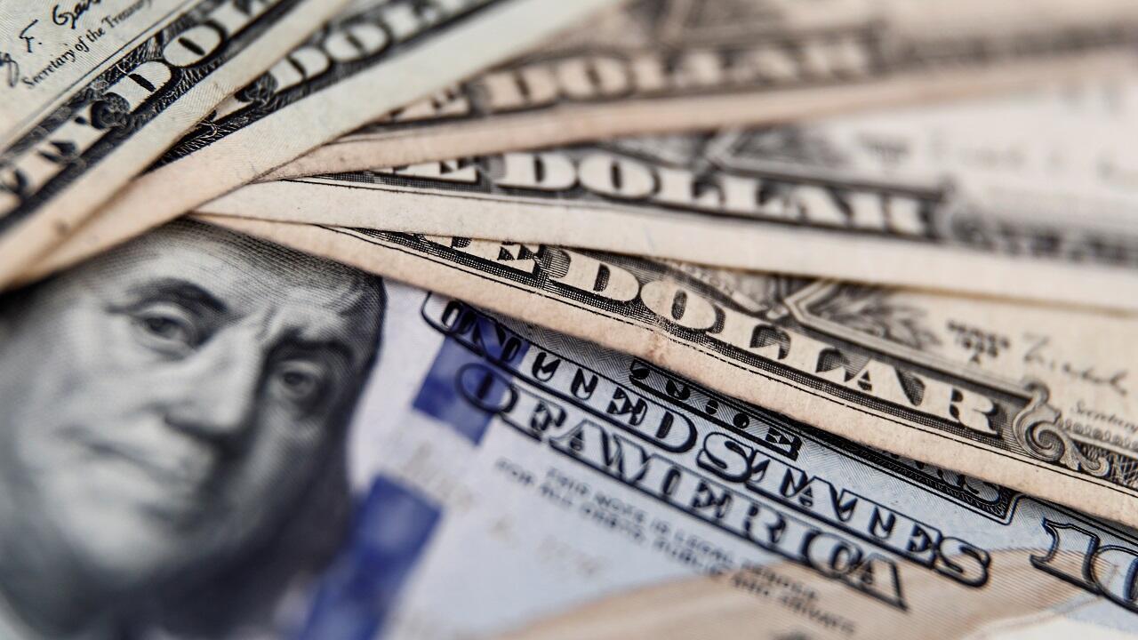 Vista de billetes de dólares.