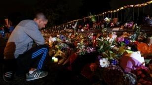 رجل يشارك في تكريم ضحايا اعتداء كرايستشيرش 17 مارس/آذار 2019
